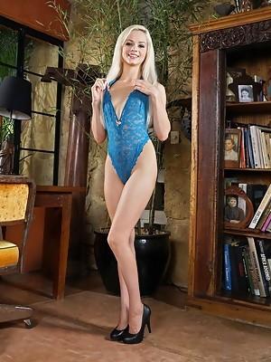 Elsa Jean In The Crack Gallery - image 1
