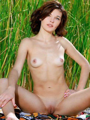 ew model Florina strips her sexy bikini baring her tight body outdoors