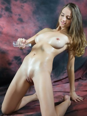 Vittoria Amada flashes natural tits and shaved crack in Olja at Rylsky Art