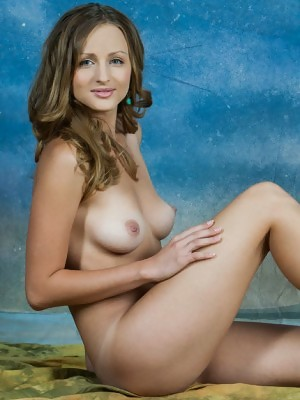 Vittoria Amada presents perky breasts and shaved crack in Ondoj at Rylsky Art