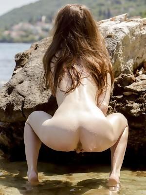 Sofi Shane showcasing her petite body by the beach