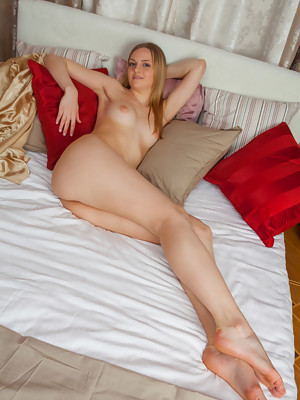 Blue eyed Leanisa performing a spectacular self-masturbation scene in bed - image 12