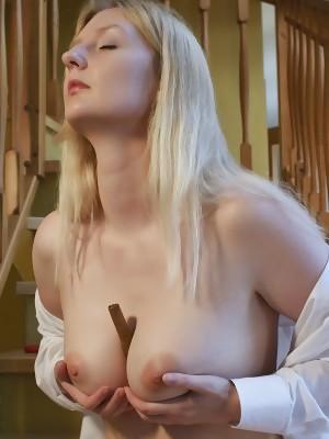 Lotta S masturbates her plump pussy with her dildo