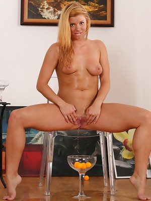 Pretty blonde Chrissy Fox toys her piss soaked pussy - image 12