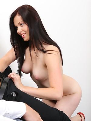Pretty dark haired girl Ella Martin deepthroats cock and eats cum - image 5