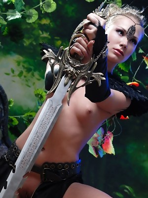 Naked knight babe Alice poses with huge steel sword