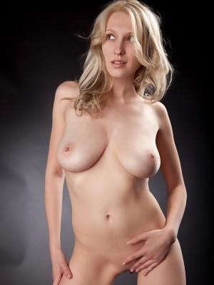 Natural blonde babe Katy exposes her big natural breasts